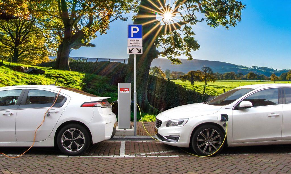 Hybridbiler passer fint til en rabataftale på benzinkort